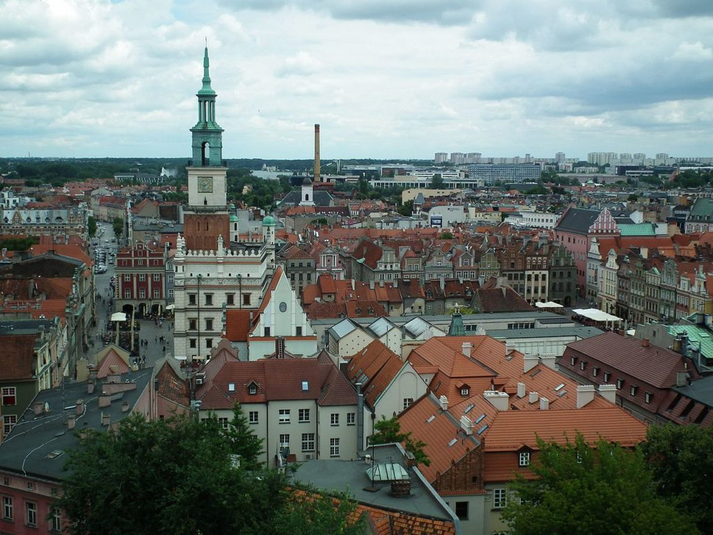 Old_Market_Square_in_Poznan_from_Royal_Castle